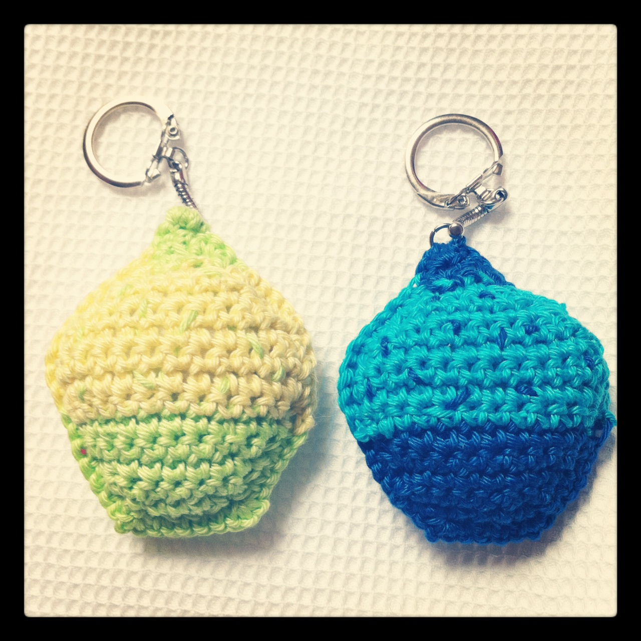 Mes tutos porte cl s cupcake jiji hook - Porte cle crochet ...