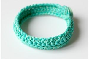 Un Bracelet en Mailles Serrées