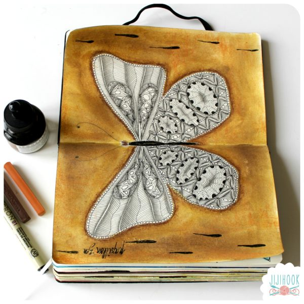 zentangle, dessin facile a faire, gribouillage, dessin zen, zentangle tuto, motif dessin, dessin relaxation, dessin zentangle, motif zentangle, artjournal, diy artjournal, mixed media, creativite, carnet creatif, inspiration artjournal, papillon zentangle, papillon artjournal, tuto artjournal, papillon, encre artjournal