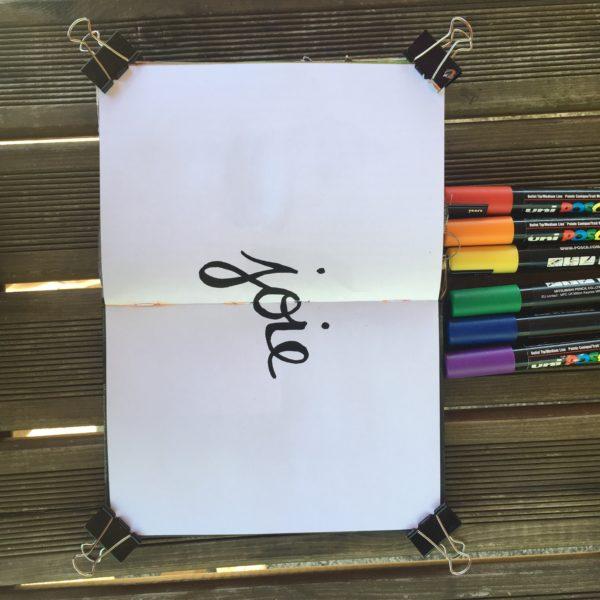 artjournal, atelier artjournal, atelier gratuit artjournal, inspiration artjournal, challenge artjournal, carnet créatif, tuto carnet créatif, feutres artjournal, poscal artjournal, picjournal, posca, joie, fond de page artjournal, arc-en-ciel